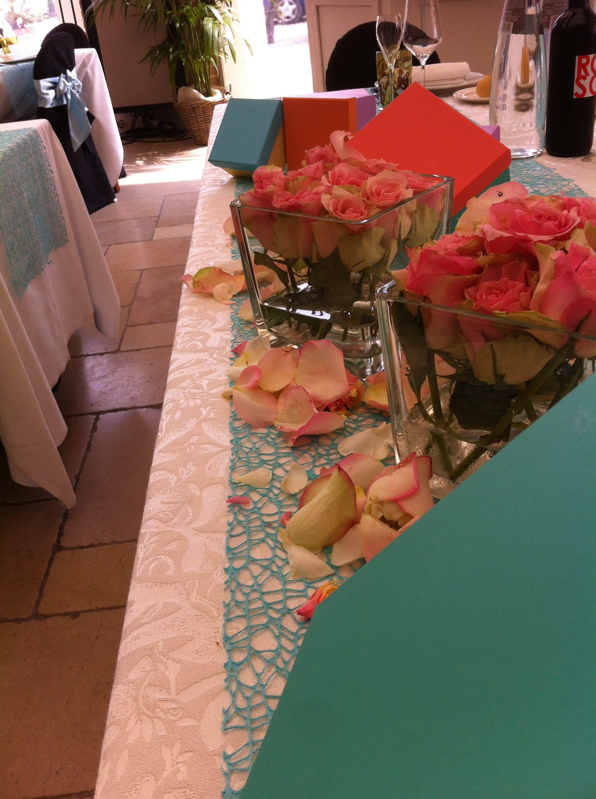 tavola da pranzo di ristorante per cresime