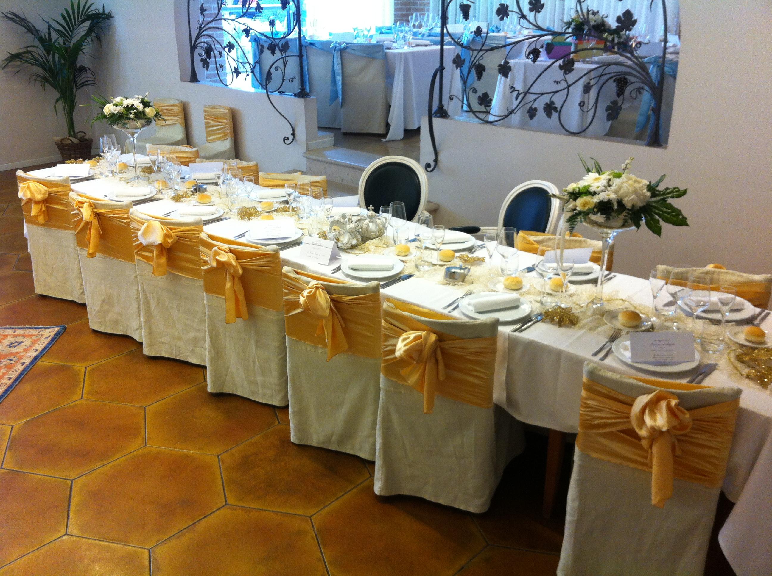 tavola con fiori ristorante per comunioni