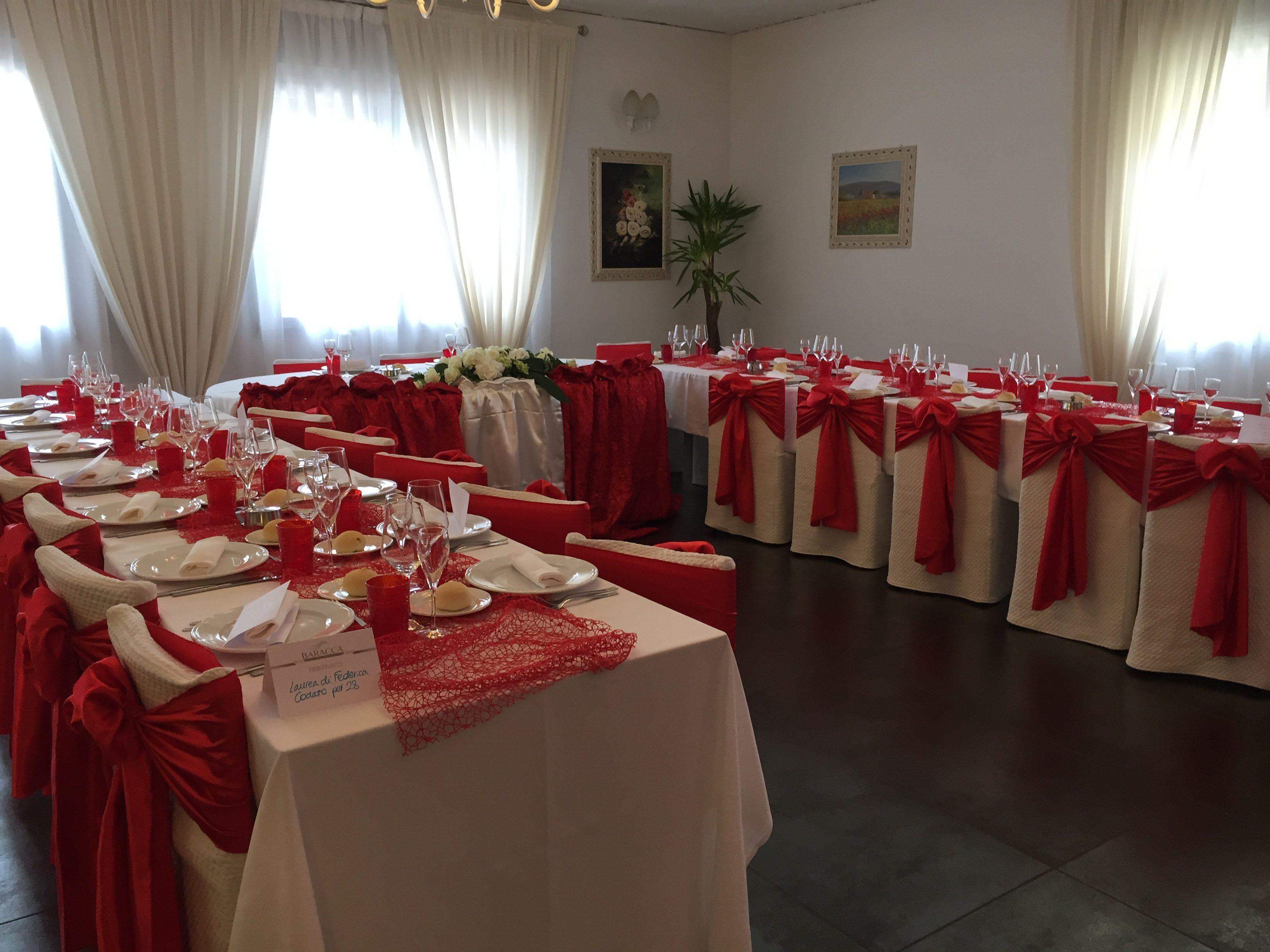 tavola di ristorante per festa di laurea