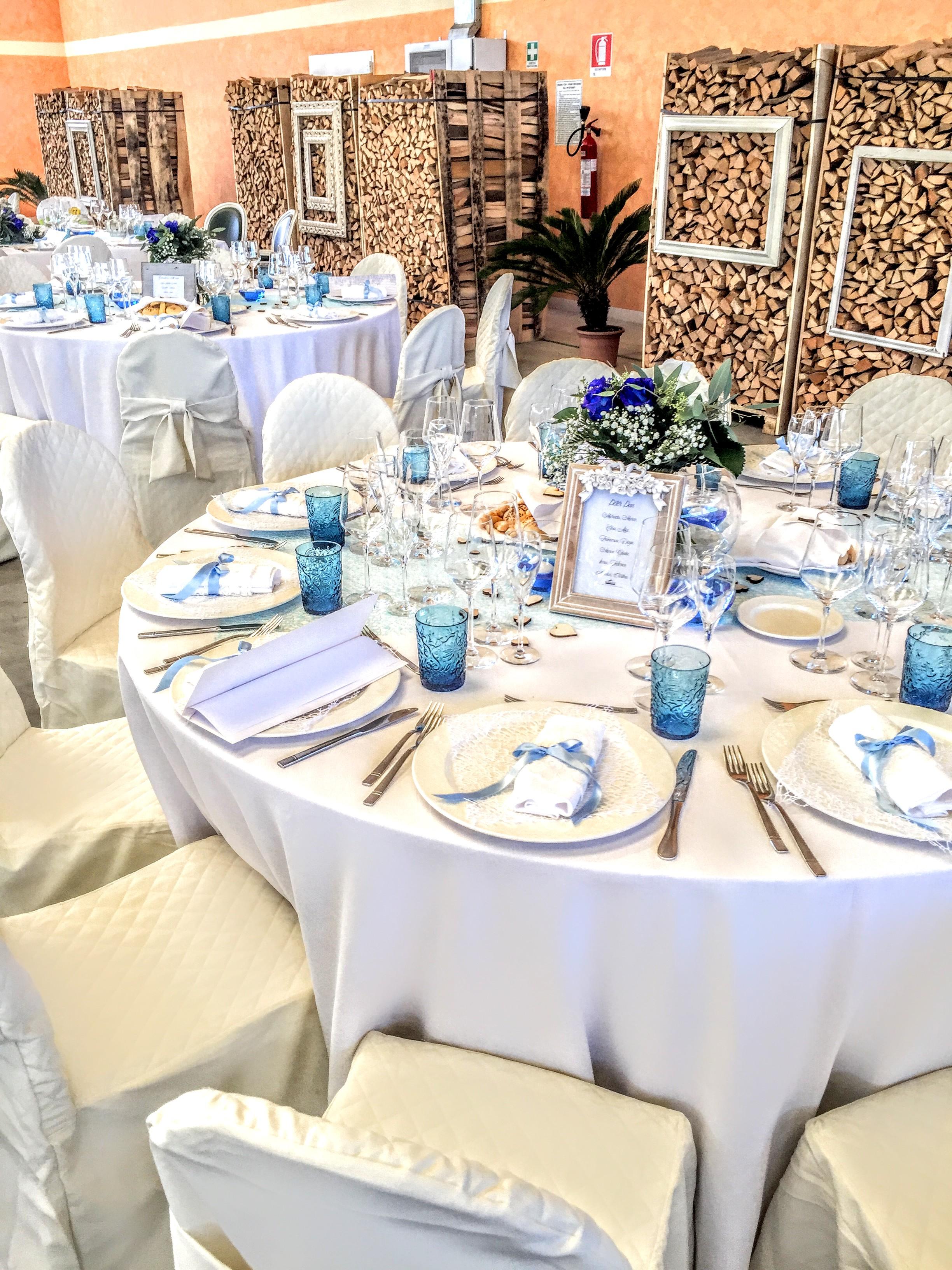tavola imbandita di ristorante per matrimoni e cerimonie