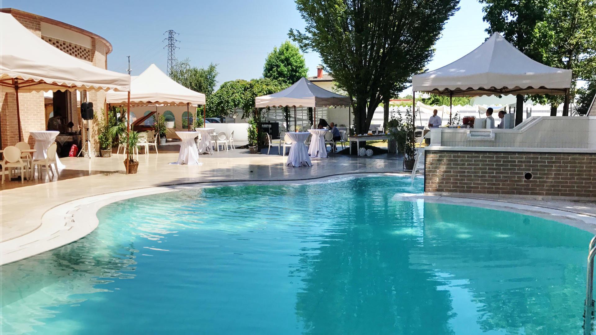 La piscina nel Parco della Baracca Sorica Hostaria