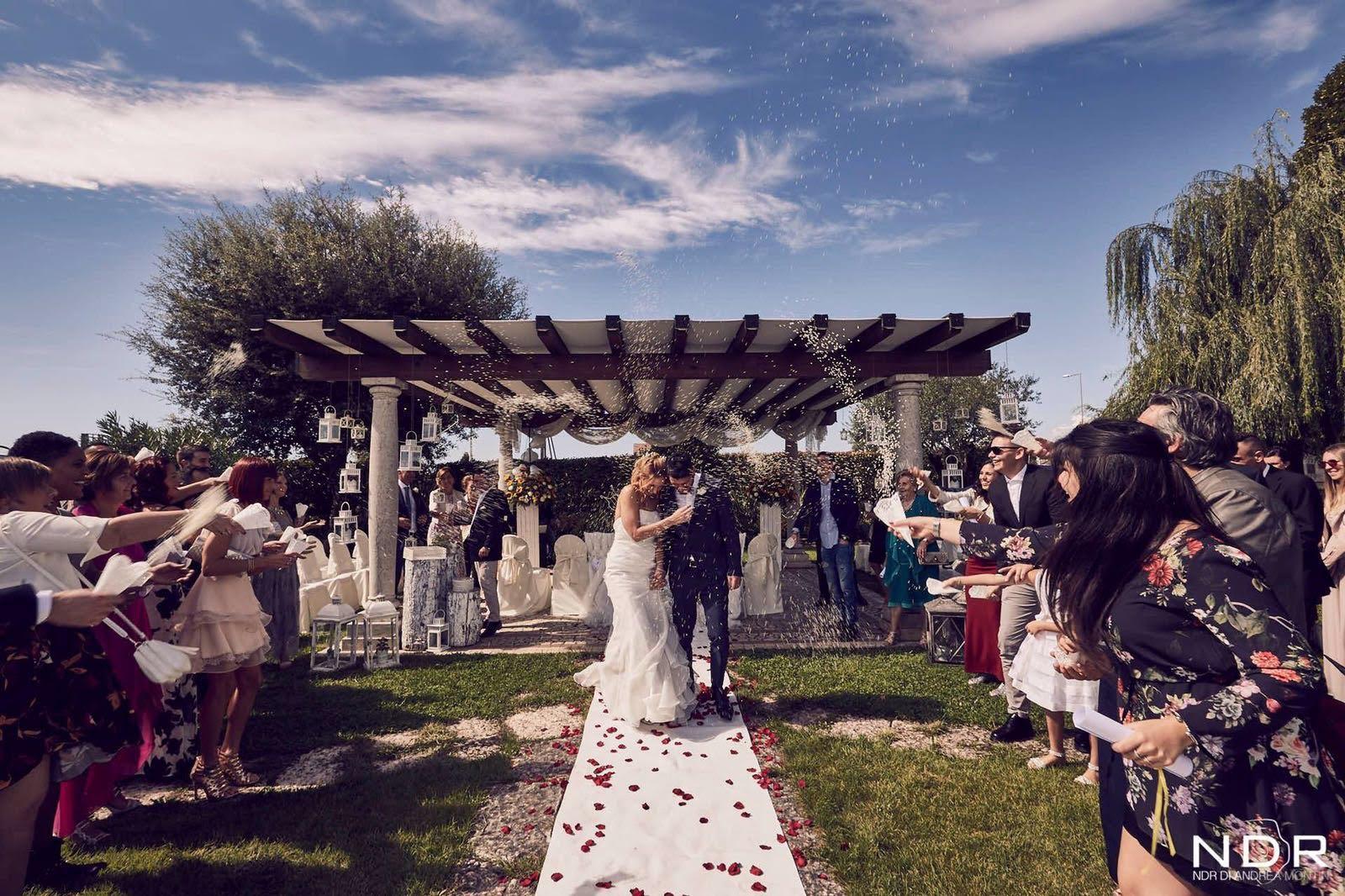 Matrimonio Simbolico Rito Della Luce : Matrimonio con rito simbolico alla baracca storica hostaria